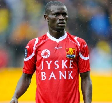 """Enoch """"Kofi"""" Adu is zich in de basiself van Club Brugge aan het spelen."""